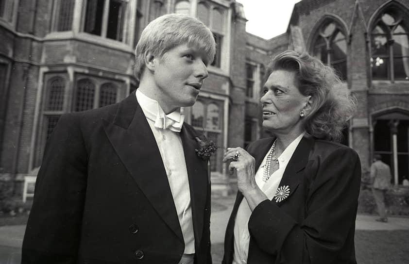Позже Джонсон-старший перешел на работу в Еврокомиссию, а его сын отправился в самую знаменитую из английских частных школ — Итон. После Итона был Оксфорд, а после Оксфорда — работа в главной британской газете — The Times. В 1988 году ему пришлось оставить The Times. Выяснилось, что в одной из своих статей он выдумал цитату, приписав ее известному ученому. Позже он работал в The Daily Telegraph в Брюсселе, сотрудничал с газетой The European Community, печатался в журнале The Spectator