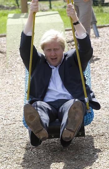 На посту главы МИД Борис Джонсон продолжил политику предыдущего кабинета в финансировании лагерей беженцев и выдаче грантов на учебу, бизнес и строительство инфраструктуры на местах, тем самым сокращая потоки беженцев с Ближнего Востока в Британию