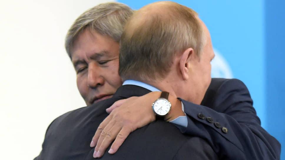 Президент России Владимир Путин и президент Киргизии Алмазбек Атамбаев