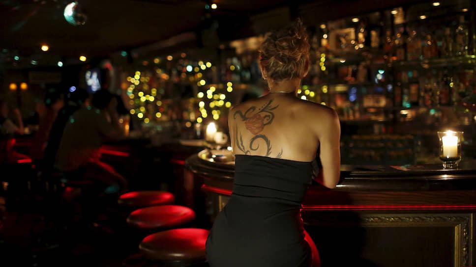 Некоторые владельцы ночных клубов в Австрии предлагают своим клиентам бесплатные услуги проституток, компенсируя девушкам потери из своего кармана. Таким образом, они протестуют против высоких налогов для секс-работниц.