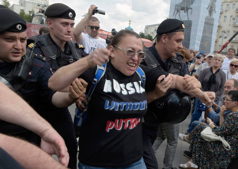Задержания протестующих начались примерно за час до начала акции