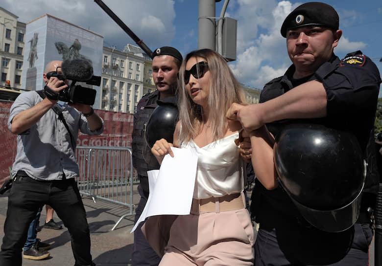 Пресс-служба столичного ГУ МВД заявила, что значительное количество задержанных не являются жителями Москвы.
