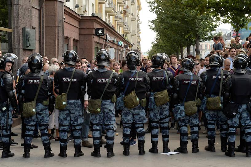 Протестующие перекрыли улицу Петровка