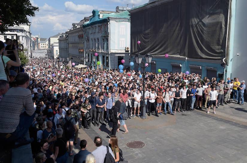 Наиболее серьезные столкновения полиции и протестующих происходили в Столешниковом переулке