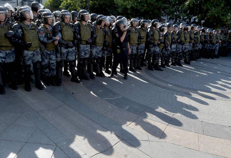 Полиция не давала протестующим перекрывать проезжие части