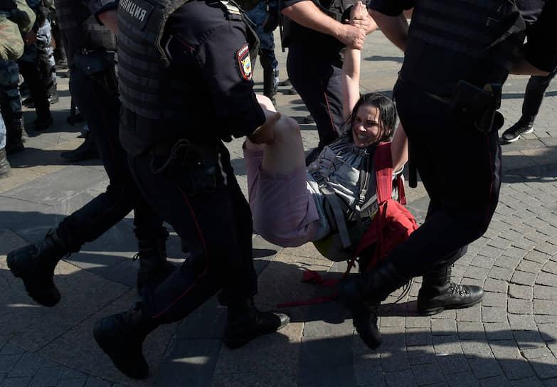 Протестующие собрались на Трубной площади, где начались задержания