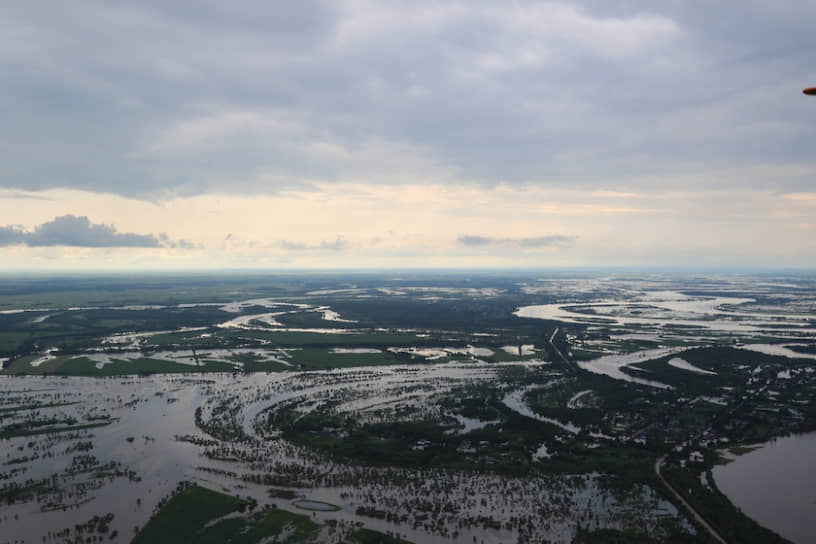 19 июля Иркутскую область посетил президент России Владимир Путин, который встретился с пострадавшими и принял участие в совещании по ликвидации последствий наводнения