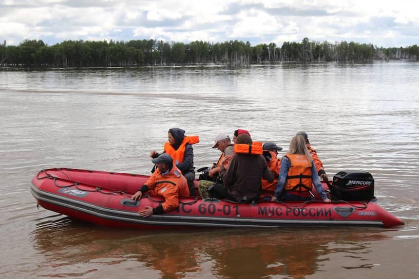 В зоне наводнения в Амурской области власти приняли решение ввести сухой закон, чтобы сократить число бытовых преступлений