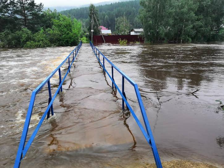 По состоянию на 29 июля уровень воды в реке Иркут (Иркутская область) составил 448 см при критической отметке 480 см. В реке Олха уровень превысил отметку и достиг 238 см