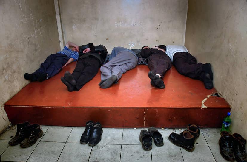 14 июля, Барнаул. Задержанные в камере следственного изолятора (СИЗО)