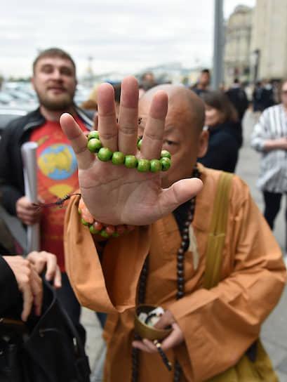 23 июля, Москва. Участники одиночных пикетов против принятия закона о комплексном развитии территорий