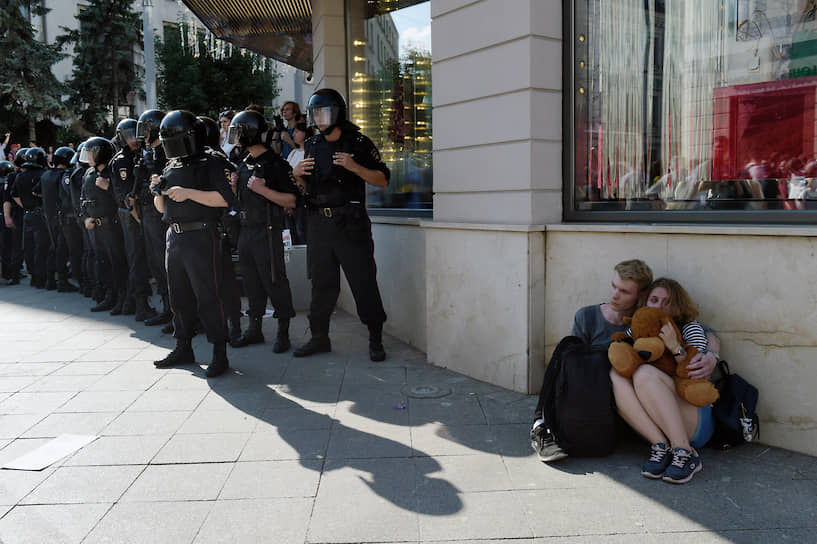 27 июля, Москва. Сотрудники полиции во время акции в поддержку независимых кандидатов на выборы в Мосгордуму
