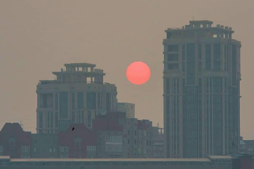 23 июля, Новосибирск. Солнце в смоге от лесных пожаров