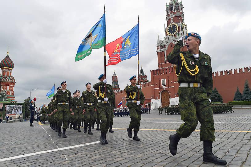 Торжественный марш военнослужащих ВДВ