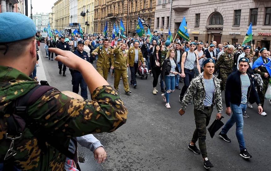 Праздничные мероприятия честь дня ВДВ на улицах Санкт-Петербурга