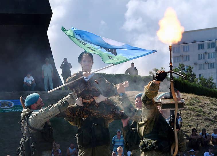 Показательные выступления бойцов ВДВ в Севастополе