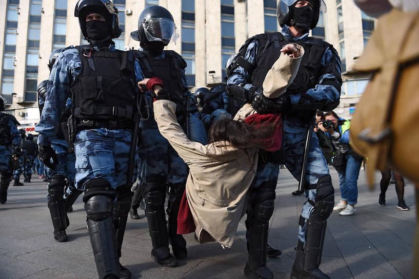Задержанных становилось все больше по мере наступления полиции