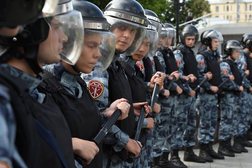 Несогласованная акция протеста в поддержку недопущенных до выборов в Мосгордуму кандидатов в депутаты