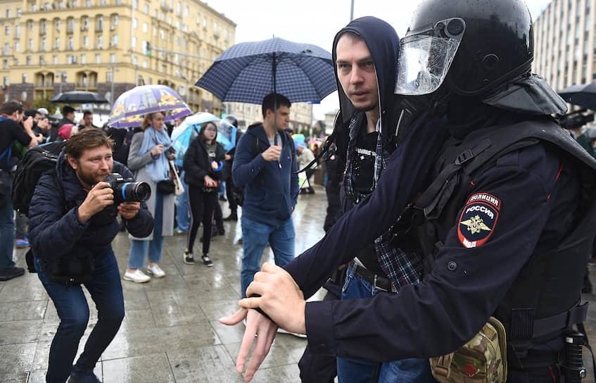 На Тверской задерживали преимущественно мужчин, в основном молодых и спокойных