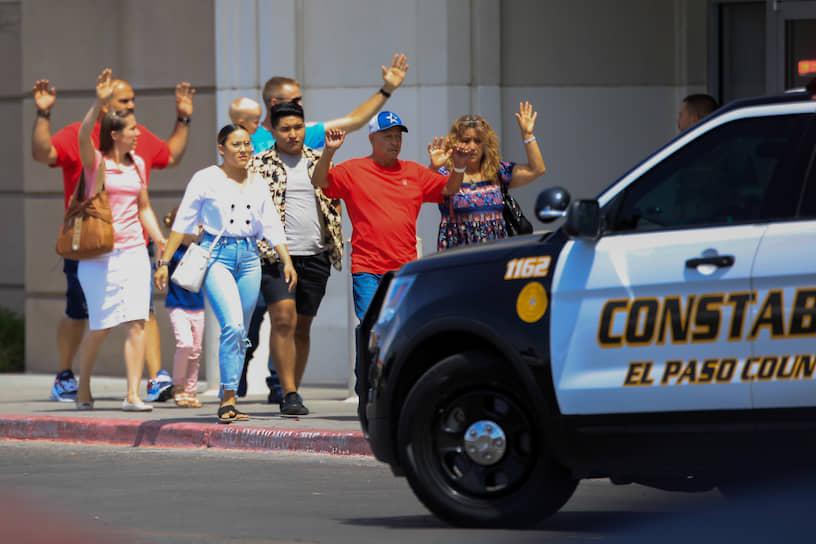 Шеф местной полиции Грег Аллен сообщил, что задержанный сдался стражам порядка добровольно