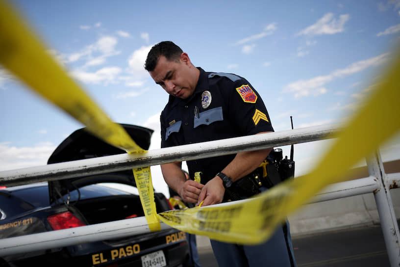 Мотивы нападавшего пока не установлены, заявили в полиции Эль-Пасо. Возбуждено дело по статье о преступлении на почве ненависти