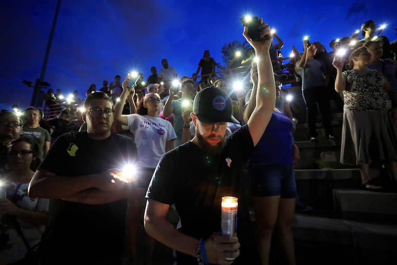 По данным полиции, во время стрельбы в торговом центре находилось около 3 тыс. человек