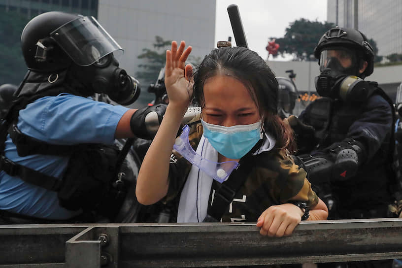 Массовые протесты начались на улицах Гонконга в конце марта 2019 года. Поводом стала попытка местных властей внести поправки в законодательство об экстрадиции, чтобы оказывать взаимную правовую помощь материковому Китаю. Протестующие считали, что поправка может быть использована китайским правительством против диссидентов и оппозиции