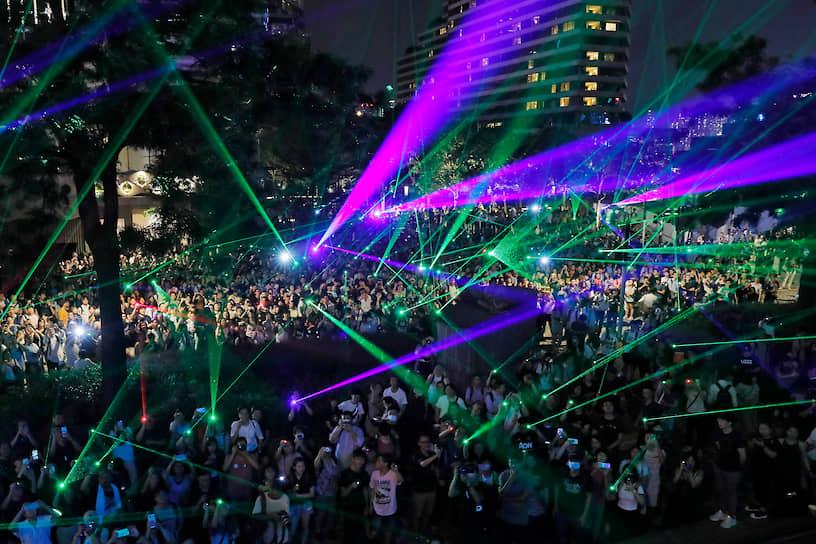Глава Гонконга Кэрри Лам 4 сентября объявила об отзыве из парламента закона об экстрадиции, ставшего причиной протестов. Таким образом она выполнила одно из пяти требований демонстрантов и почти выполнила второе. Джошуа Вонг уже назвал заявление «уловкой» и потребовал выполнить все пять требований