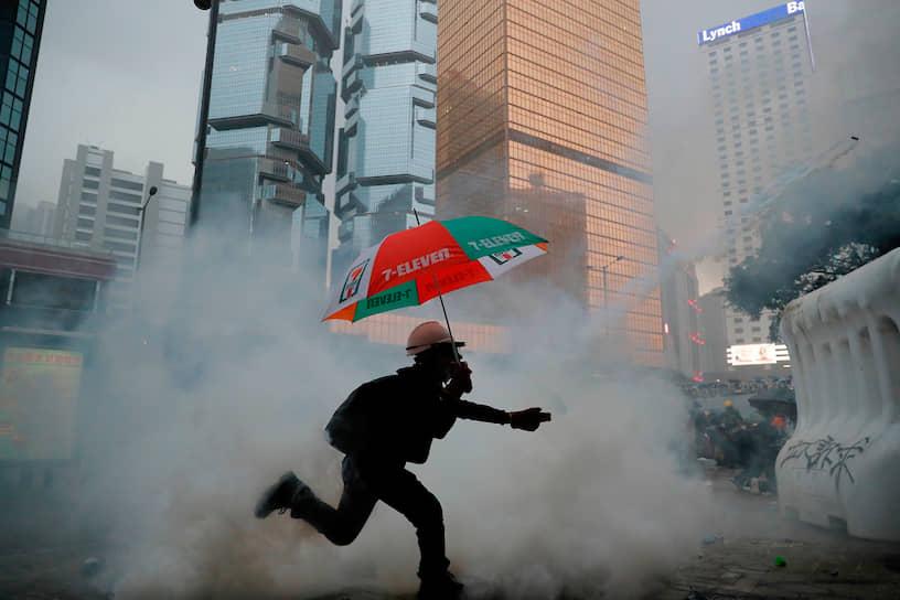 Манифестанты теперь требуют выполнения пяти пунктов, среди которых расследование действий полиции и изменение модели выборов в городские органы власти