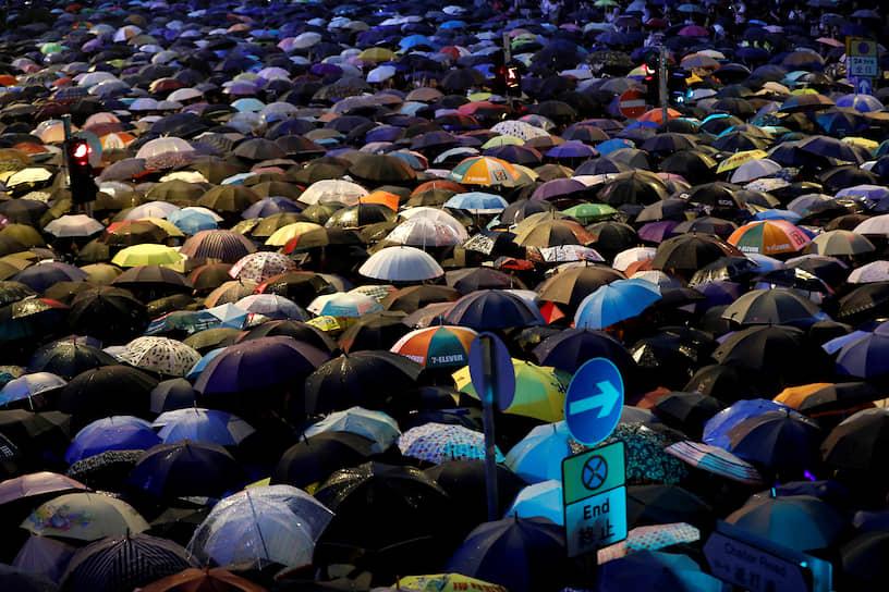 Многие сотрудники аэропорта, метрополитена, больниц и других городских инфраструктурных объектов заранее взяли отпуск, чтобы поддержать протестующих