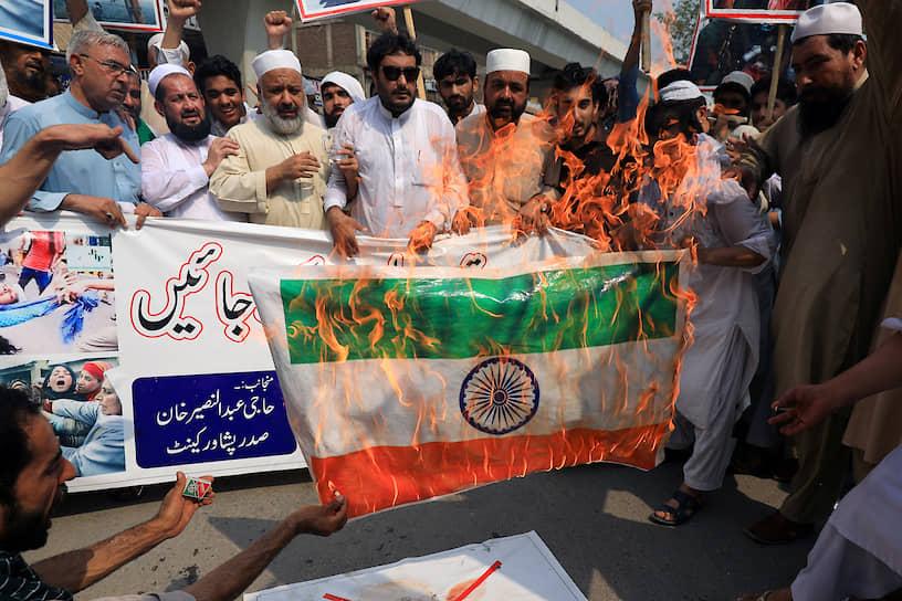 Пешавар, Пакистан. Антииндийский митинг в знак солидарности с жителями Кашмира
