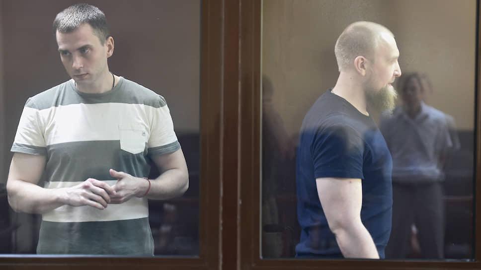 Бывший начальник отделения экономической безопасности и противодействия коррупции ОМВД России по Алуште Александр Леснов (слева) и бывший военнослужащий Николай Пухов