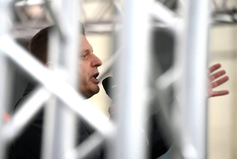 Выступавший на митинге Леонид Парфенов говорил о вранье властей, студенте ВШЭ Егоре Жукове, об угрозах отчислением студентам, участвующим в протестных акциях, и о «главном хипстере Москвы, которая так похорошела при Собянине — ОМОНе». В конце выступления журналист зачитал рэп против цензуры в СМИ
