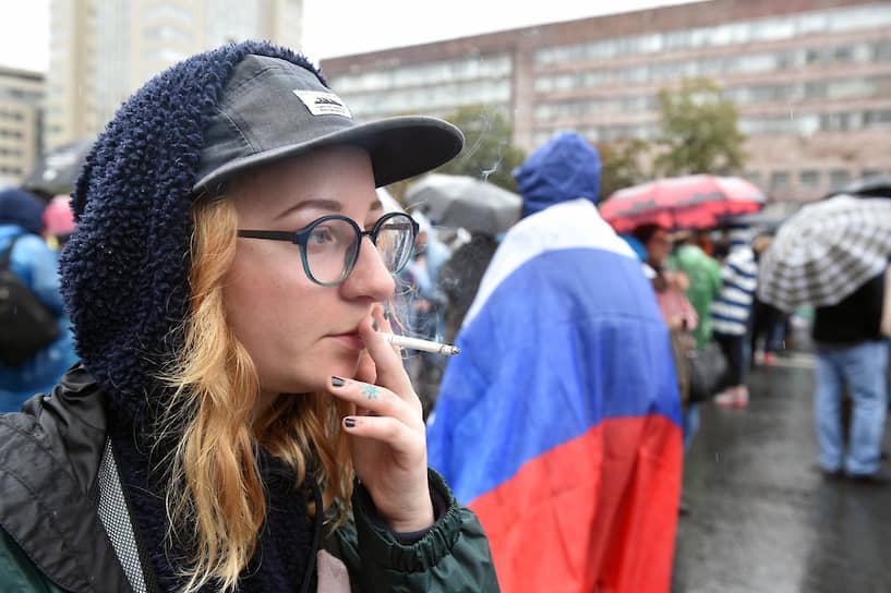 Вскоре после начала митинга стало известно об обысках в Центре сбора подписей, где находилась в то время незарегистрированный кандидат Любовь Соболь, и об обысках в резервной студии «Навальный Live»