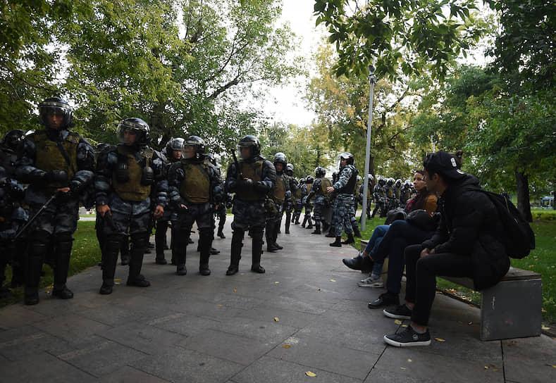 Как сообщает «ОВД-Инфо», в Москве по итогам акции были задержаны 256 человек