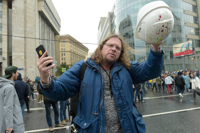 На митинг пришел бизнесмен Сергей Полонский
