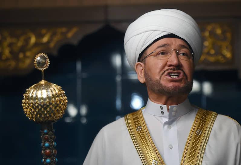 Председатель президиума Духовного управления мусульман европейской части России, председатель Совета муфтиев России Равиль Гайнутдин в Московской соборной мечети