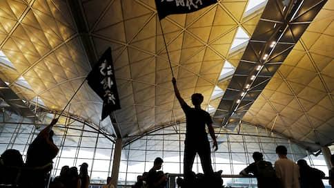 Протесты в Гонконге захватили метро и аэропорт
