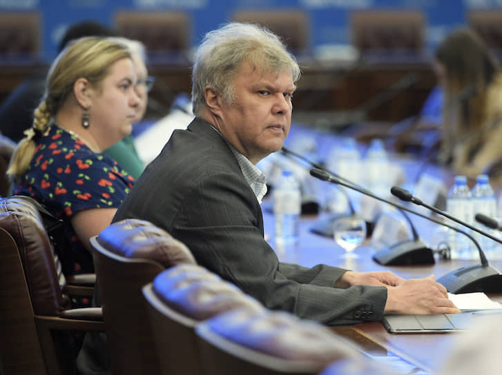 Незарегистрированный кандидат на выборы в Мосгордуму Сергей Митрохин