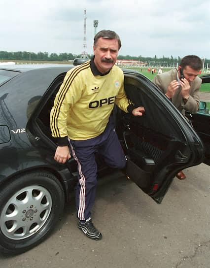 Одежда Adidas придает статусность и деловой вид <br>Ингушетия, президент республики Руслан Аушев, 2001 год