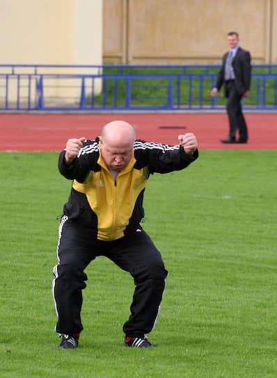 Машина не нужна, если есть Adidas <br>Нижний Новгород, губернатор Нижегородской области Валерий Шанцев, 2006 год