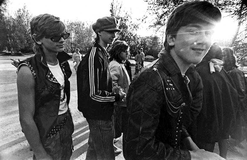 Одежда Adidas объединяет: ее носят россияне с разными убеждениями и с различными видами доходов <br>1991 год
