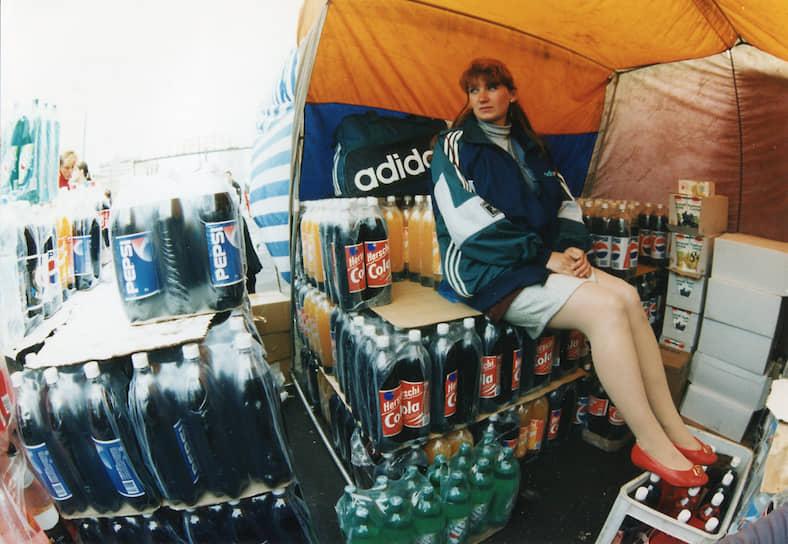 В споре между Coca-Cola и Pepsi россияне выбирают Adidas <br>1990-е годы