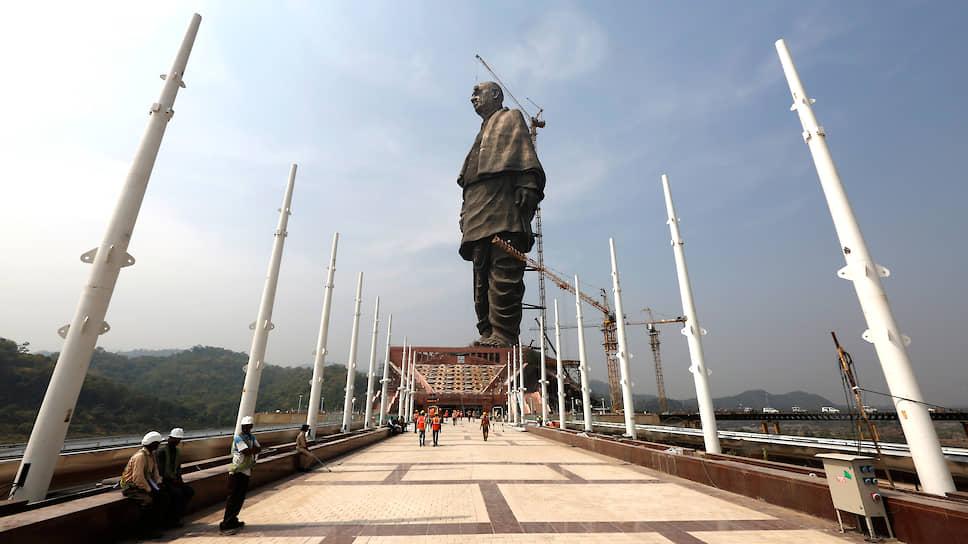 Памятник Сардару Валлабхаи Пателю в индийском штате Гуджарат