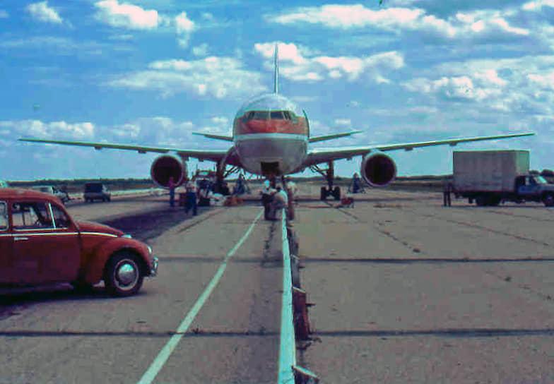 23 июля 1983 года Boeing 767-233 авиакомпании Air Canada, совершавший рейс Монреаль—Оттава—Эдмонтон, израсходовал все топливо, что привело к остановке двигателей. Самолет спланировал с высоты 12 тыс. м и благополучно приземлился на заброшенной авиабазе Гимли