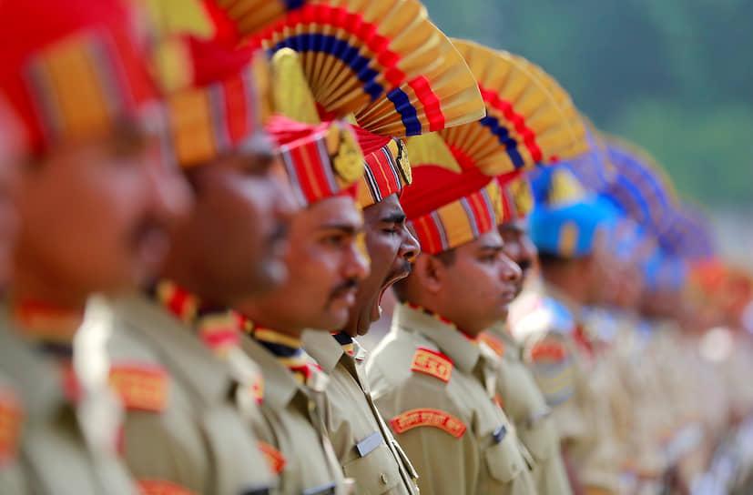 Сринагар, Индия. Военнослужащие на параде в честь Дня независимости республики