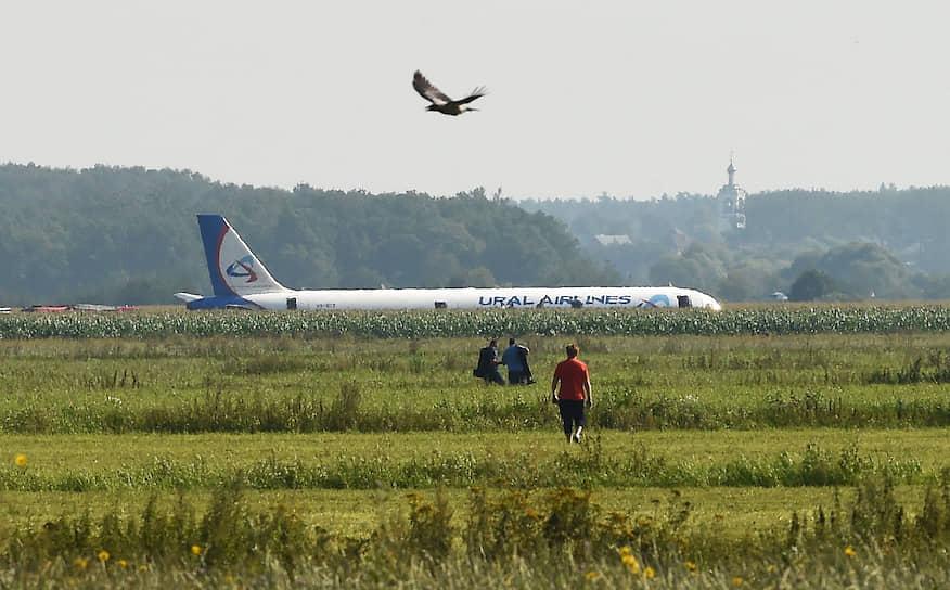 15 августа 2019 года вскоре после взлета из аэропорта Жуковский совершил аварийную посадку самолет Airbus A321 авиакомпании «Уральские авиалинии», выполнявший рейс в Симферополь. Причиной стало попадание птиц в двигатели, что привело к их возгоранию и отказу
