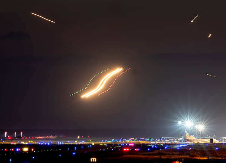 Франкфурт, Германия. Самолеты в аэропорту на фото, сделанном при помощи длительной выдержки