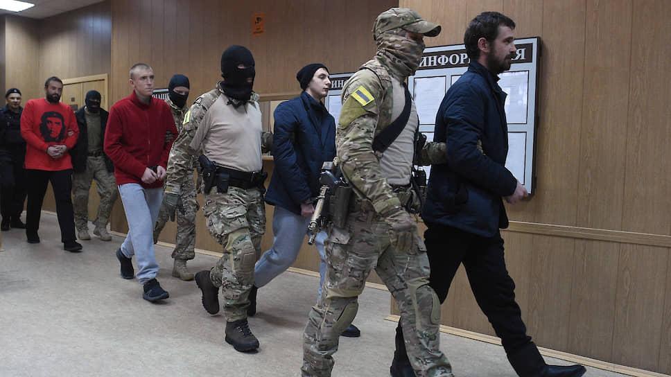 Украинские моряки, задержанные на одном из трех кораблей ВМС Украины