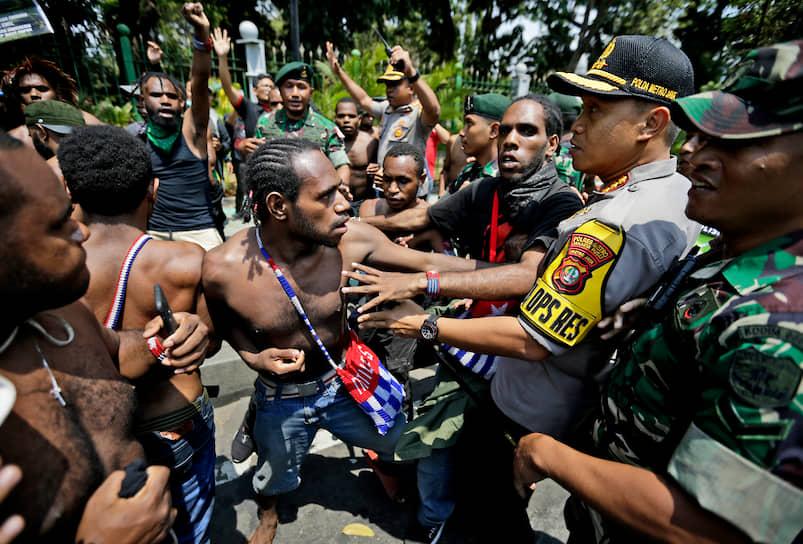 Джакарта, Индонезия. Акции студентов из провинции Западное Папуа за независимость и против расизма